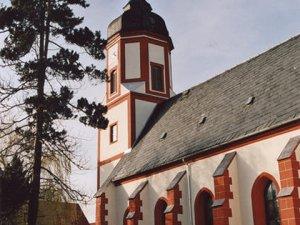Dorfkirche Schrebitz - ein Blickfang in Farbe und Gestaltung.