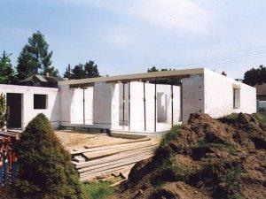 Rohbau eines EFH mit Porenbeton schnell und wärmedämmend im Raum Berlin errichtet.